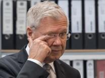 Der Ex-OB von Ingolstadt, Alfred Lehmann (CSU), ist vom Landgericht Ingolstadt zu zwei Jahren Haft auf Bewährung verurteilt worden.