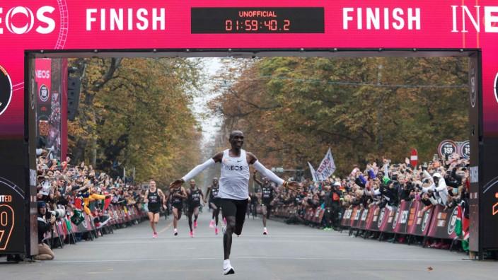 zwei Kipchoge Marathon Eliud Stunden unter läuft Sport c5Lq3j4RA
