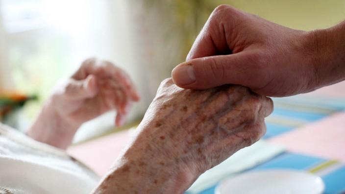 Eigenanteile für Pflegeheimbewohner in NRW weiter am höchsten