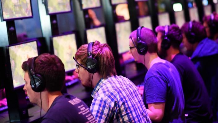 Gamer auf der Spielemesse Gamescom (Archiv).