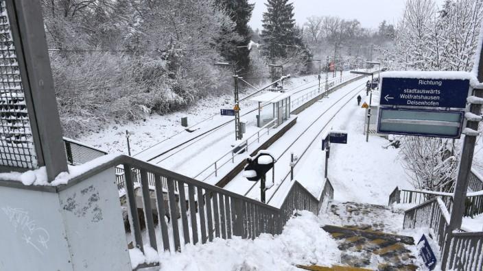 Verschneiter S-Bahnhof in München, 2019