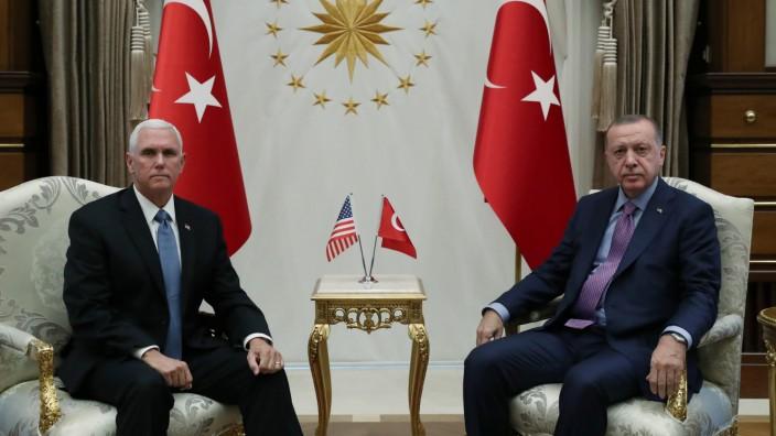 Syrien-Konflikt: Mike Pence und Tayyip Erdogan bei Gesprächen 2019 in Ankara