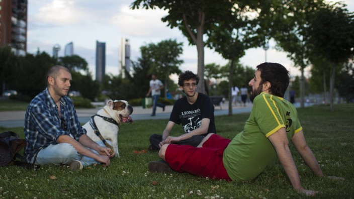 Unemployment Forces Spanish Youth To Live At Home