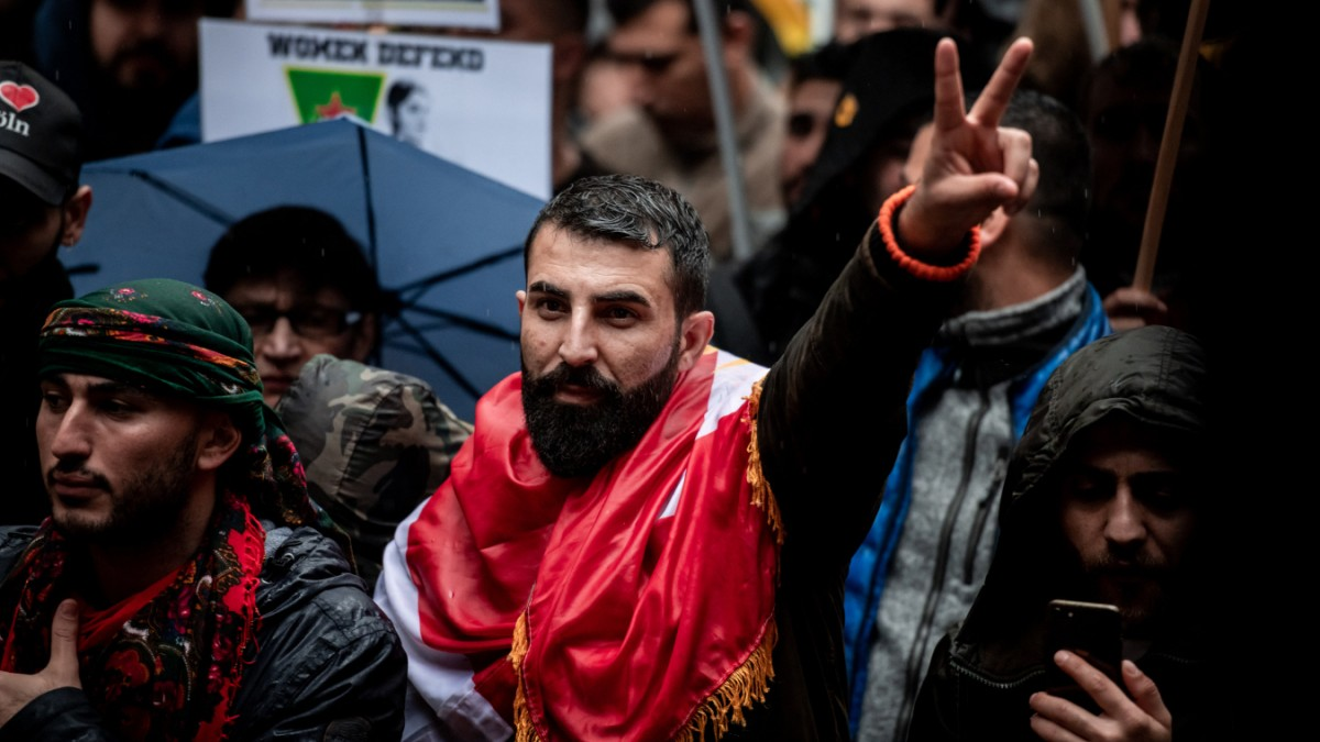 Kurden-Demo in Köln: Triefende Angelegenheit