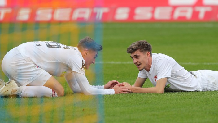 Sport Bilder des Tages Lucas Hufnagel (SpVgg Unterhaching) hatte das Siegtor auf dem Fuss DFL REGULATIONS PROHIBIT ANY U