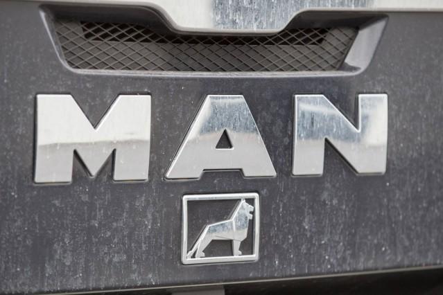 Schriftzug MAN auf einem Kühlergrill eines LKW Themenbild Symbolbild MAN LKW 07 03 18 Solingen NR