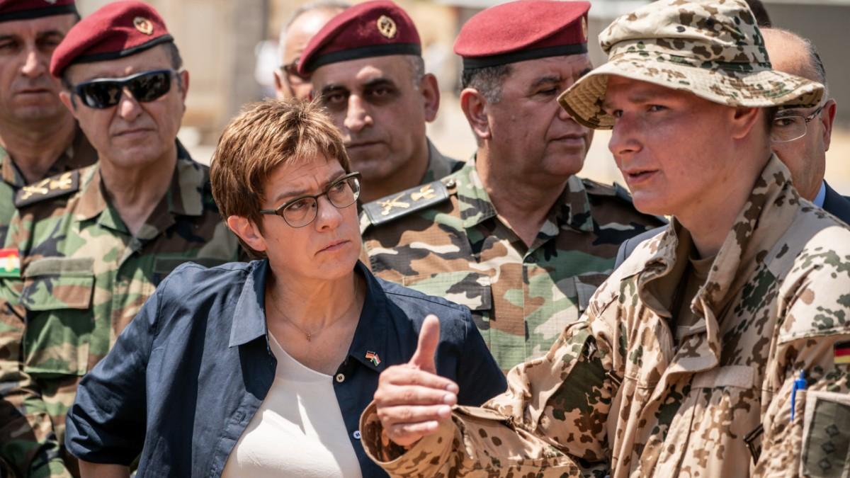 Kramp-Karrenbauer fordert Sicherheitszone in Syrien