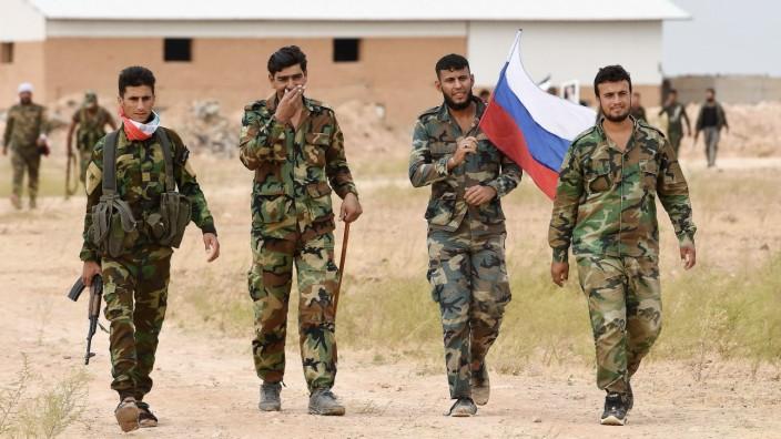 Krieg in Syrien: Syrische Truppen mit russischer Flagge
