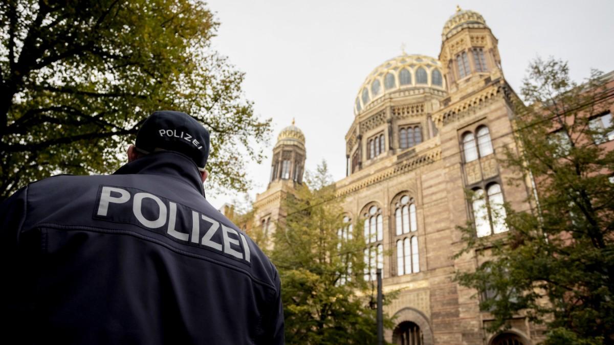 Vorfall vor Berliner Synagoge: Mann mit Messer ist frei