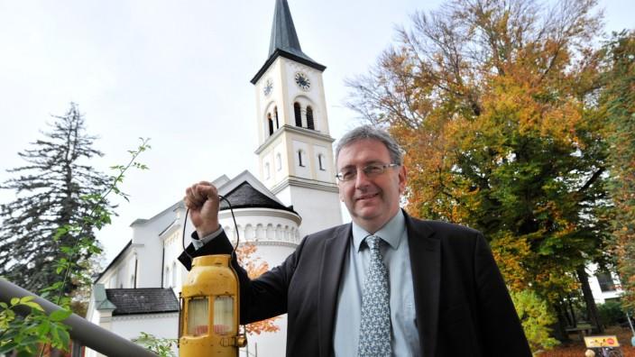 Starnberg: Zeitumstellung: Friedenskirche Pfarrer Stefan Koch lädt zum nächtlichen Gottesdienst