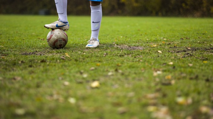 Fußballplatz im Herbst, 2012