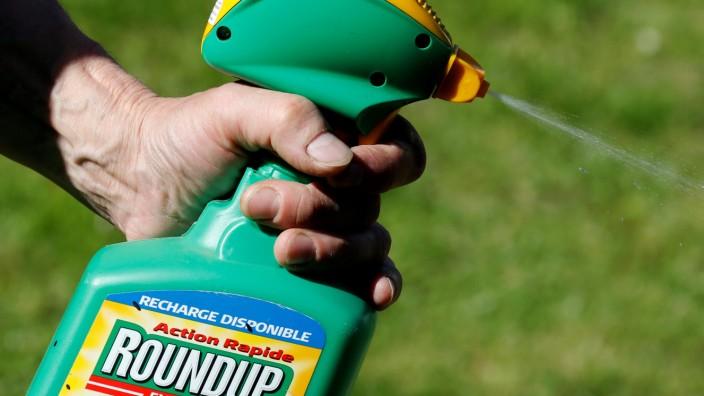 Unkrautvernichter Roundup von Monsanto mit dem Inhaltsstoff Glyphosat