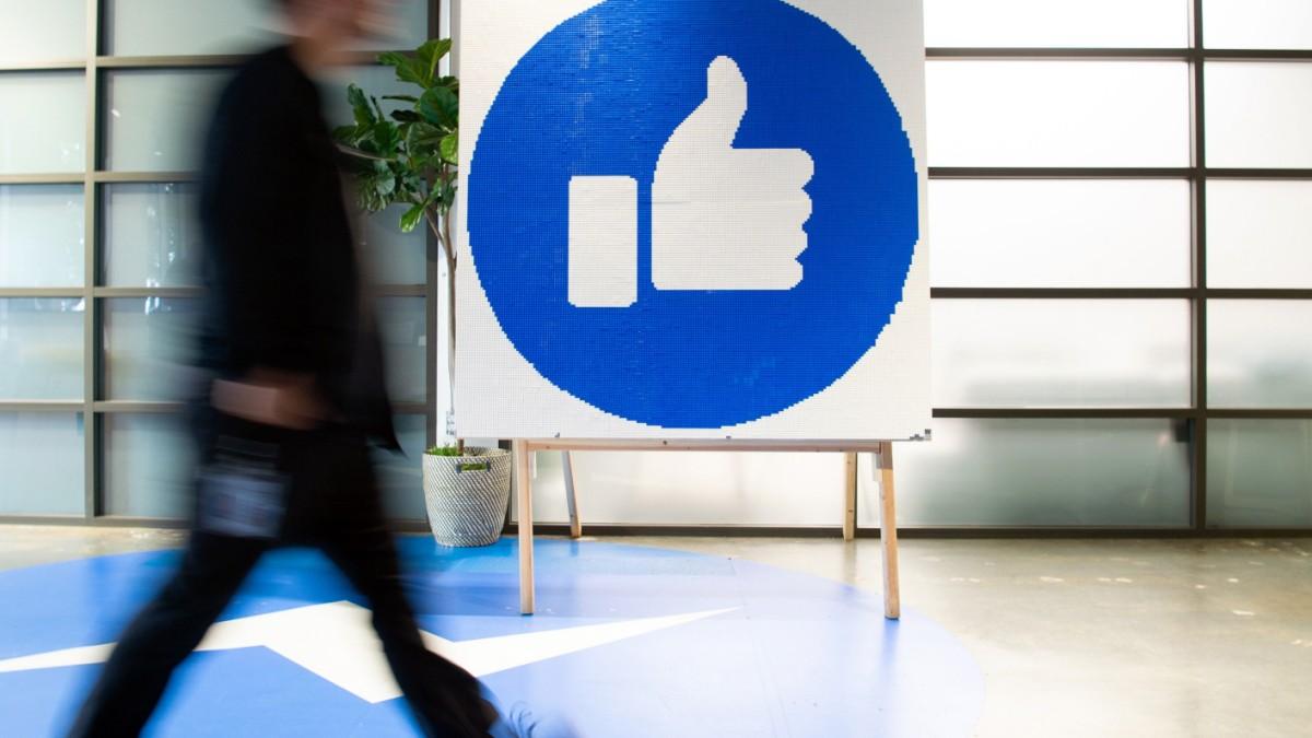 Hetze: Facebook will Ermittlern schneller Daten geben