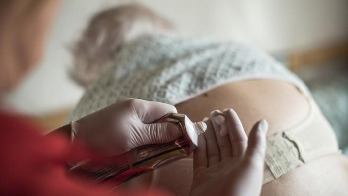 Plädoyer für mehr Schmerzexperten in der Pflege