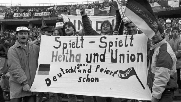 Nach Berlin-Derby: Union-Spieler verhindern Platzsturm der eigenen Fans