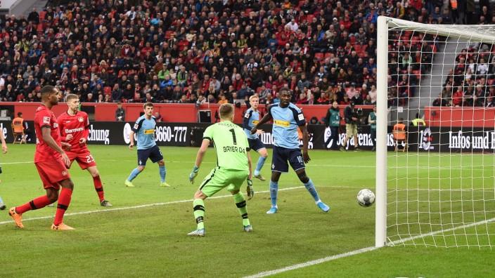 xnjx 02.11.2019; Leverkusen; 1. Fussball-Bundesliga Bayer 04 Leverkusen vs. Borussia Moenchengladbach Tor zum 1-2; Marcu