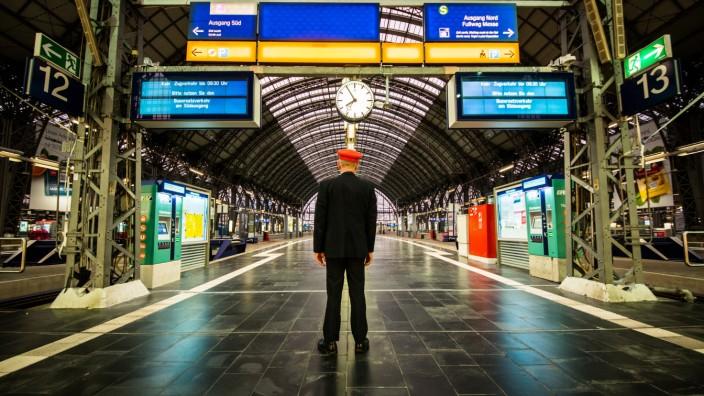 Sondersitzung in Berlin: Bahn-Aufsichtsrat berät über größeren Vorstand und Gehälter