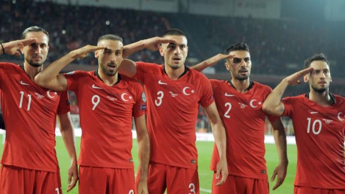 Salut Jubel Erdogan Greift Die Uefa An Sport Sz De
