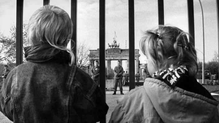 Fall der Mauer am Brandenburger Tor, 1989; Online Version Mauerfall