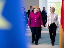 Gespräch Bundeskanzlerin Merkel mit von der Leyen