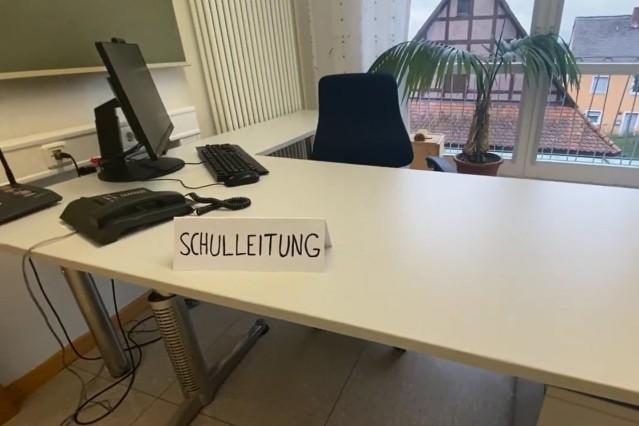 Schüler der Edith-Stein-Realschule in Schillingsfürst suchen per Youtube Video einen neuen Schulleiter.
