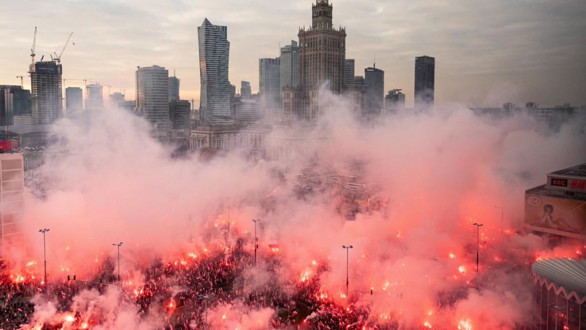 Warschau - Zehntausende bei rechtsextremen Aufmarsch