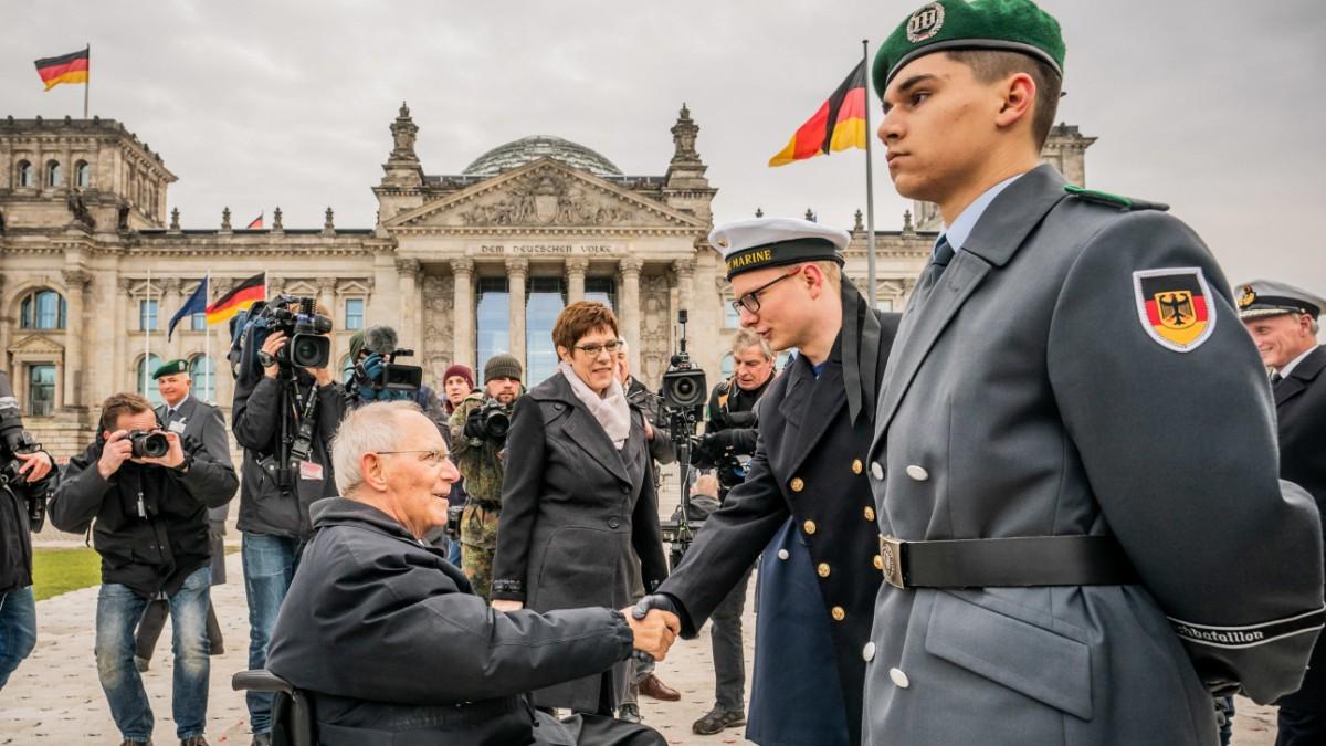 """Bundeswehr - """"Frieden schaffen ist nicht kostenlos"""""""