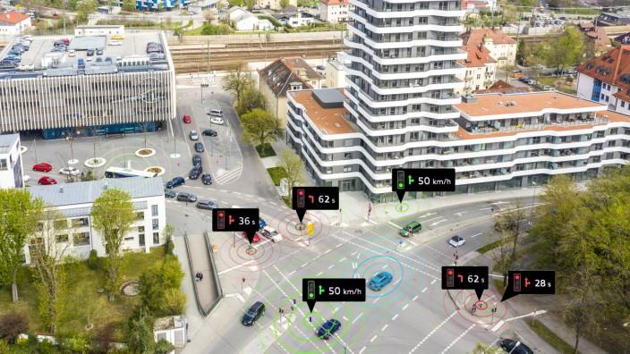 """Audi bringt den Vehicle-to-Infrastructure-Service (V2I) """"Ampelinformation"""" nach Deutschland. Ab Juli vernetzt Audi neue Modelle mit den Ampeln in Ingolstadt Foto. Audi"""