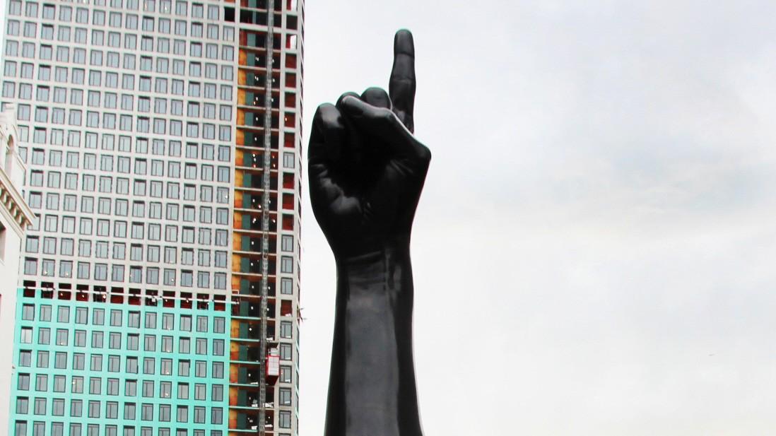 Umstrittene Kunst - Schlimmer Finger