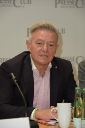 STV Landtags Fraktionschef Horst Arnold (SPD) Muenchen 04.11.19 Presseclub Muenchen Pressegespraech mit Landtags STV Fra