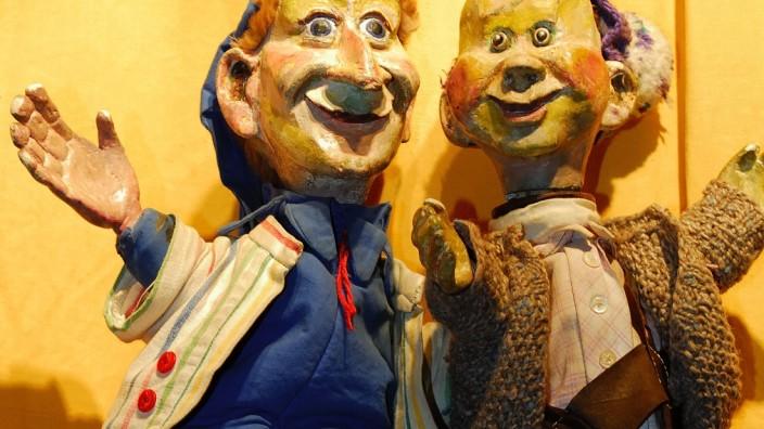 """Doctor Döblingers geschmackvolles KASPERLTHEATER """"Kasperl und der Zwackilutschku  oder der Herr der tausend Puddings"""" von Josef Parzefall und Richard Oehmann"""