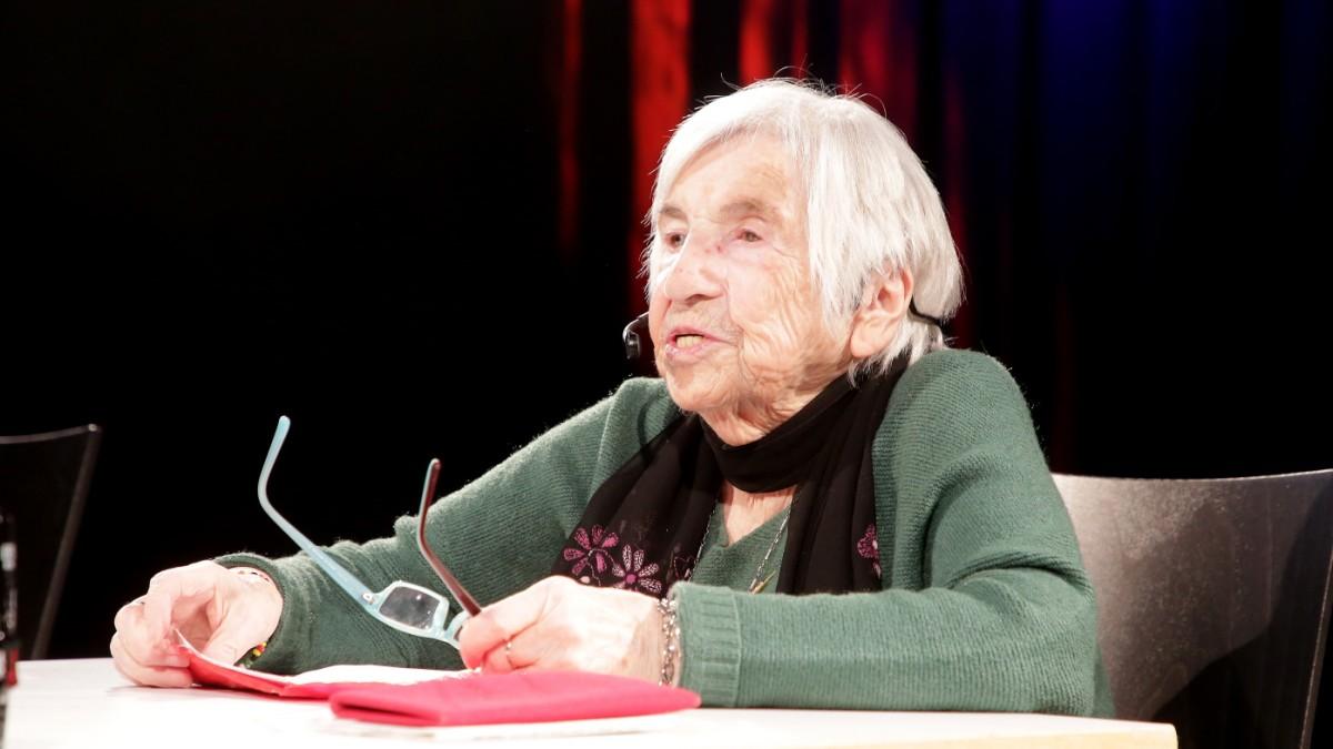 Lesung in Freising - KZ-Überlebende berührt und singt