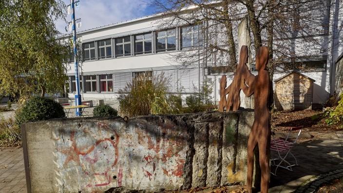 Gymnasium Grafing wg. Max Mannheimer.