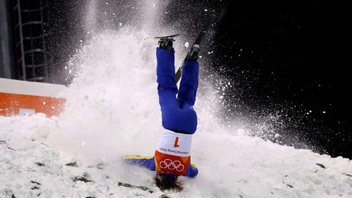 Olympische Winterspiele 2018: Sturz der Freestyle-Fahrerin Xu Mengtao aus China