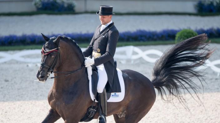 Matthias BOUTEN GER auf Meggles Boston ganze Figur Aktion HAVENS Pferdefutter Preis Grand Prix