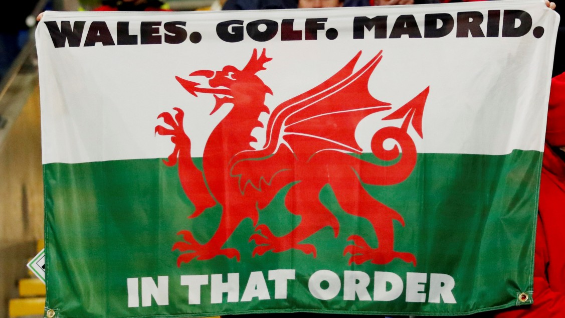 "Bale feiert mit Fahne: ""Wales. Golf. Madrid. In dieser Reihenfolge"""