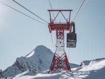 Kaprun THEMENBILD - die Gondel und Stuetze der Gipfelbahn am Kitzsteinhorn, aufgenommen am 10. November 2019, Kaprun, Oe