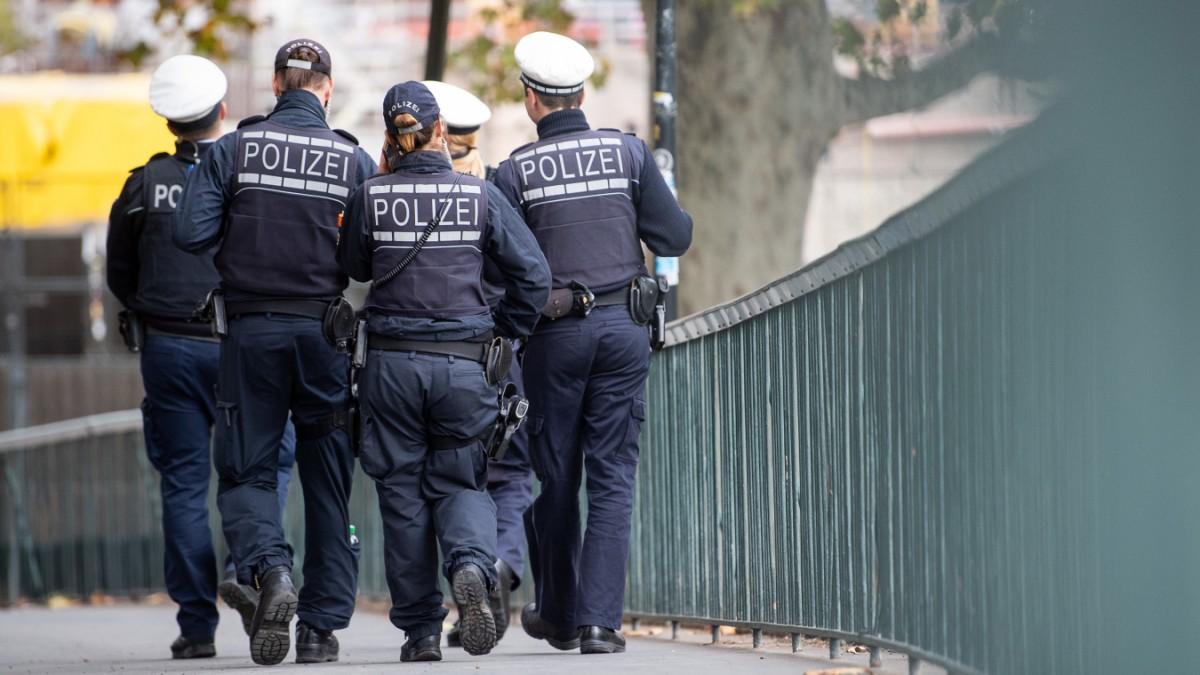 Bremen - Ermittler nehmen zwei falsche Polizisten fest