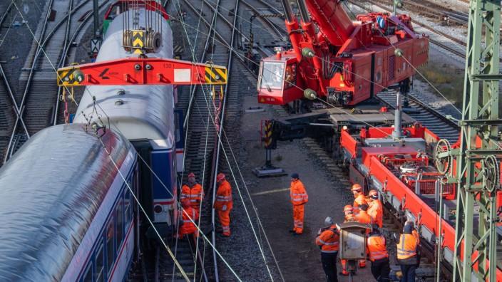 Entgleister Zug in München wird geborgen