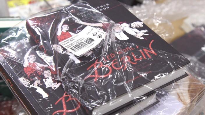 Plastikmuell durch eingeschweisste Buecher in einer Berliner Buchhandlung Foto vom 21 02 2019 Obw