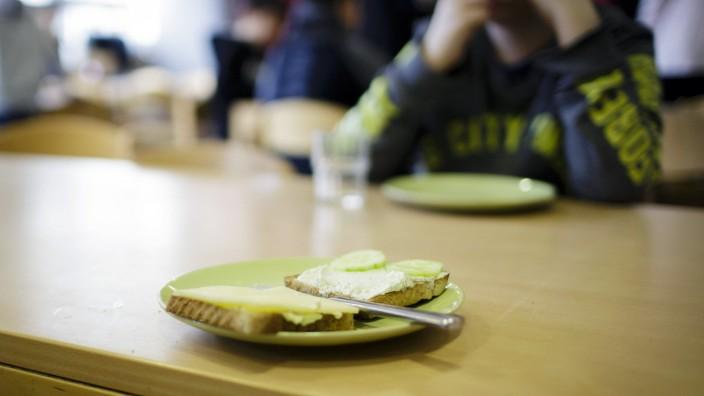 Symbolfoto zum Thema Kinderarmut und Kindergrundsicherung Verein brotZeit e V bietet dank ehrenamt