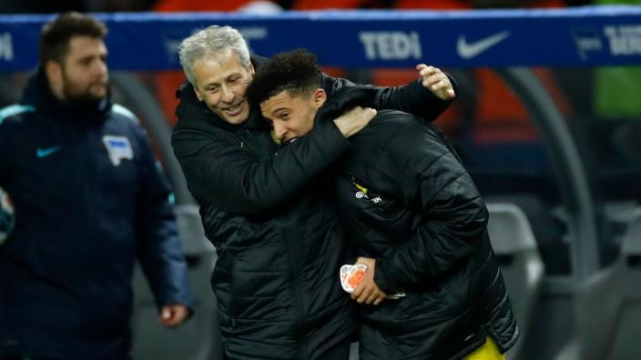 BVB: Trainer Lucien Favre umarmt Angreifer Jadon Sancho