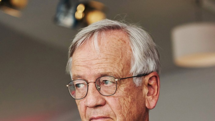 Heinrich von Pierer Ex Vorstandsvorsitzender Siemens AG Halbfigur Aktion Einzelbild Portrait P