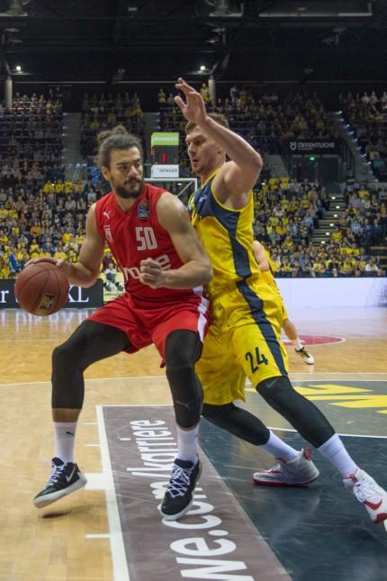 GER, Basketball, EWE Baskets Oldenburg vs Brose Bamberg / 01.12.2019, EWE Arena, Oldenburg, GER, easy Credit-BBL, EWE B