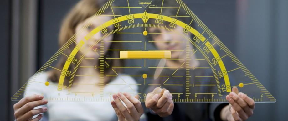 Schueler mit einem Geodreieck Hannover Deutschland Students holding a big triangle Hannover