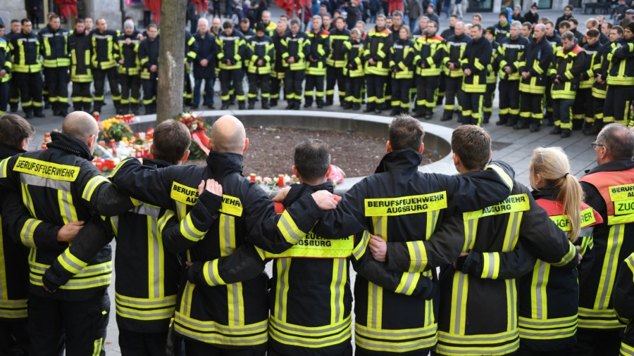 Schwaben - Mittlerweile sechs Festnahmen im Fall des getöteten Feuerwehrmanns in Augsburg