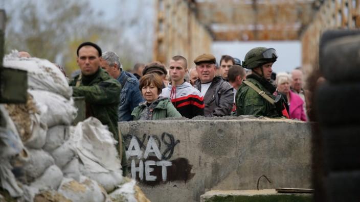Merkel und Macron vermitteln in Ukraine-Konflikt   Politik
