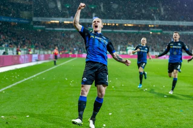 v.li.: Torschütze Sven Michel (SC Paderborn 07, 11) mit Torjubel, Jubel, optimistisch, Spielszene, Highlight, Freude üb