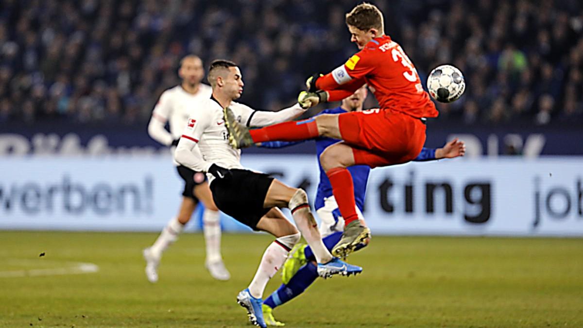 Nübels Foul überschattet Schalkes Sieg