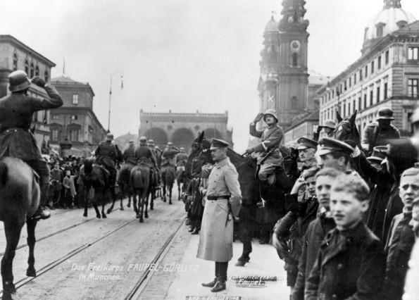 """Siegesparade des """"Freikorps Görlitz"""" in München, 1919"""